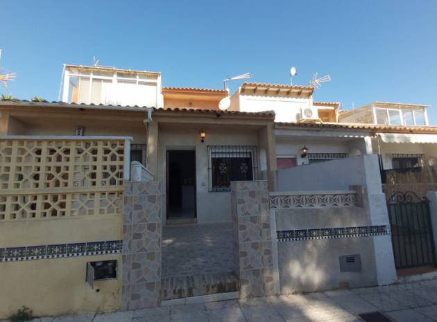 Townhouse - Resale - Villamartin - Las Filipinas