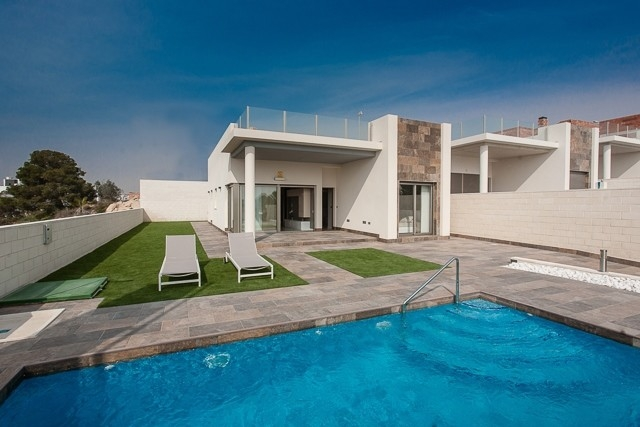 Köp en ny modern villa i Villamartin, Costa Blanca South