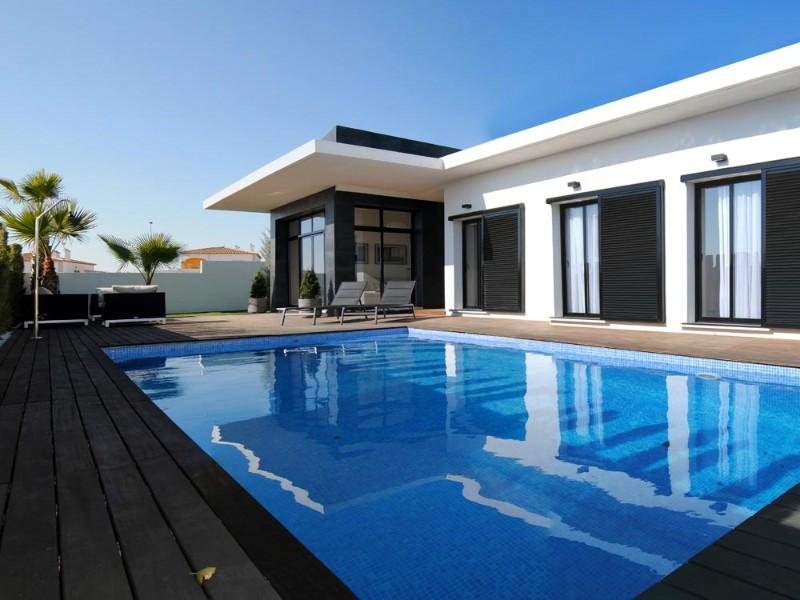 Koop een off-plan villa in La Marina, Costa Blanca
